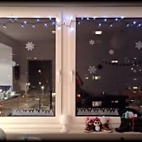 Karácsonyi ablakdísz sablonnal